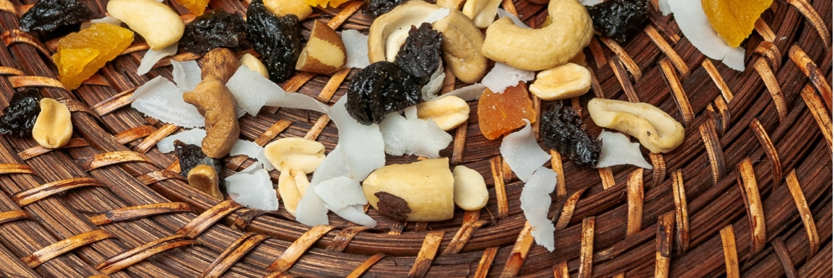 showing how cashews can be enjoyed with mixed fruit